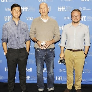 Joseph Gordon-Levitt, Bruce Willis, Rian Johnson in Looper Press Conference Photo Call - During The 2012 Toronto International Film Festival