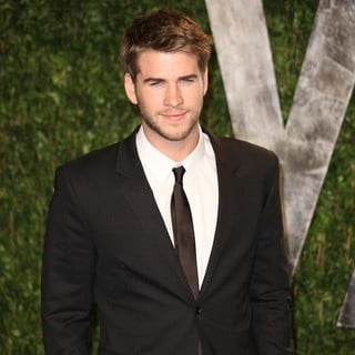 Liam Hemsworth in 2012 Vanity Fair Oscar Party - Arrivals
