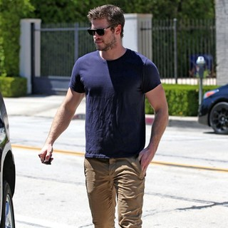 Liam Hemsworth in Liam Hemsworth Leaves The Gym
