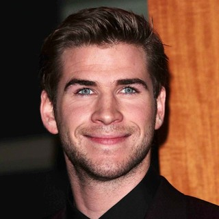 Liam Hemsworth in People's Choice Awards 2013 - Press Room