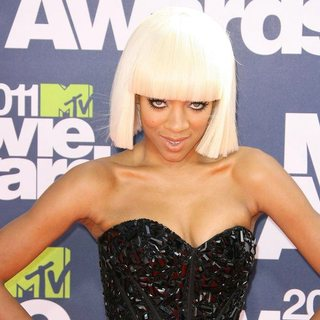 Lil Mama in 2011 MTV Movie Awards - Arrivals - lil-mama-2011-mtv-movie-awards-01