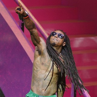 Lil Wayne in Lil Wayne Performing Live on The Nicki Minaj Tour