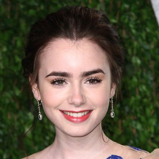 Lily Collins in 2012 Vanity Fair Oscar Party - Arrivals