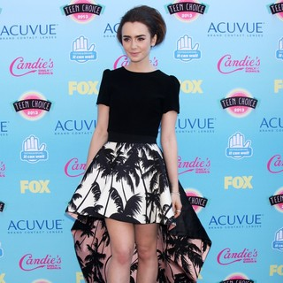 Lily Collins in 2013 Teen Choice Awards - lily-collins-2013-teen-choice-awards-04