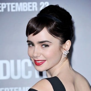 The Premiere of Abduction - Arrivals - lily-collins-premiere-abduction-04