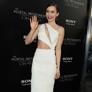 Lily Collins in Premiere of Screen Gems and Constantin Films' The Mortal Instruments: City of Bones - lily-collins-premiere-the-mortal-instruments-city-of-bones-07