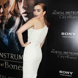 Lily Collins in Premiere of Screen Gems and Constantin Films' The Mortal Instruments: City of Bones - lily-collins-premiere-the-mortal-instruments-city-of-bones-09