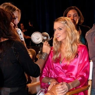 Lindsay Ellingson in 2011 Victoria's Secret Fashion Show - Backstage
