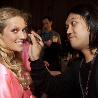 Lindsay Ellingson in 2012 Victoria's Secret Fashion Show - Backstage