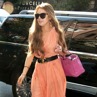Lindsay Lohan in Lindsay Lohan Seen Arriving at A Downtown Manhattan Hotel