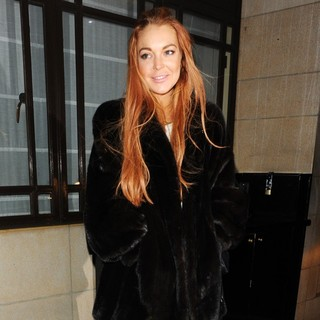 Lindsay Lohan in Lindsay Lohan at Dorchester Hotel and Heads for C London Restaurant