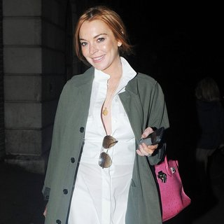 Lindsay Lohan - Lindsay Lohan Seen Stepping Out for Dinner