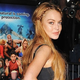 Lindsay Lohan - Los Angeles Premiere of Scary Movie 5