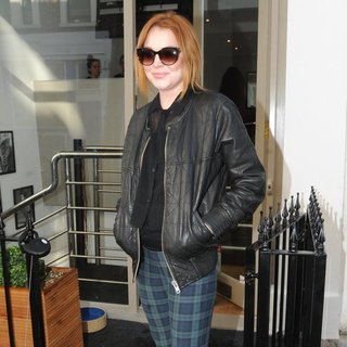 Lindsay Lohan in Lindsay Lohan Visits MYZ Beauty Boutique