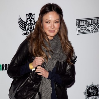 Lindsay Price in The Black Eyed Peas and Friends Peapod Benefit Concert - lindsay-price-bep-and-friends-peapod-benefit-concert-01