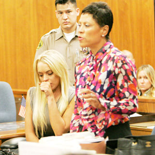 Lindsay Lohan - Lindsay Lohan Inside The Beverly Hills Courthouse Starting Her 90 Day Jail Term