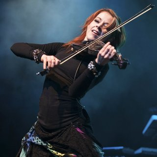 Lindsey Stirling in Perez Hilton's One Night in Austin Concert - lindsey-stirling-one-night-in-austin-concert-06