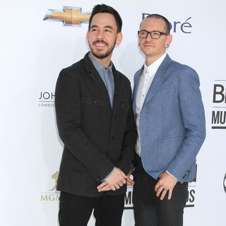 Mike Shinoda, Chester Bennington, Linkin Park in 2012 Billboard Music Awards - Arrivals