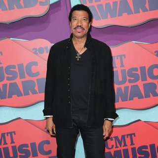 Lionel Richie in 2014 CMT Music Awards - Arrivals