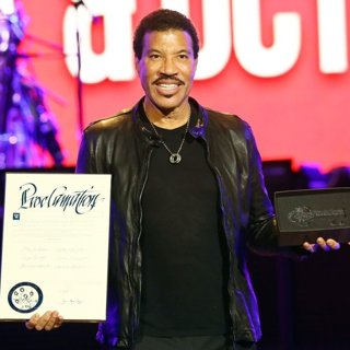 Lionel Richie Is Presented The Key to The Iconic Las Vegas Strip