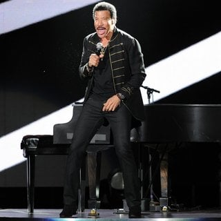 Lionel Richie in Lionel Richie Performing Live in Concert