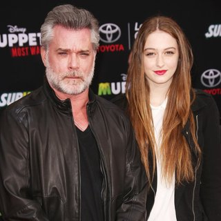 Ray Liotta, Karsen Liotta in Los Angeles Premiere of Disney's Muppets Most Wanted - Red Carpet Arrivals