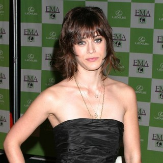 Lizzy Caplan in 16th Annual Environmental Media Awards