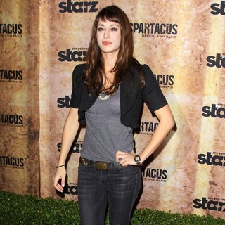 Lizzy Caplan in Spartacus: Blood and Sand Premiere