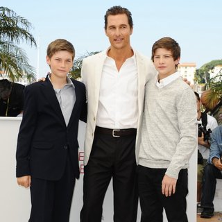 Jacob Lofland, Matthew McConaughey, Tye Sheridan in Mud Photocall During The 65th Annual Cannes Film Festival