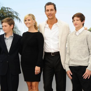 Jacob Lofland, Reese Witherspoon, Matthew McConaughey, Tye Sheridan in Mud Photocall During The 65th Annual Cannes Film Festival