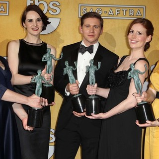 Michelle Dockery in 19th Annual Screen Actors Guild Awards - Press Room - logan-dockery-leech-nuttall-mcshera-19th-annual-screen-actors-guild-awards-01