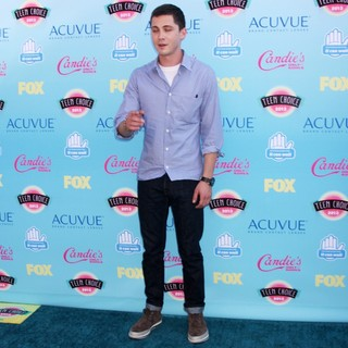 Logan Lerman in 2013 Teen Choice Awards - logan-lerman-2013-teen-choice-awards-02