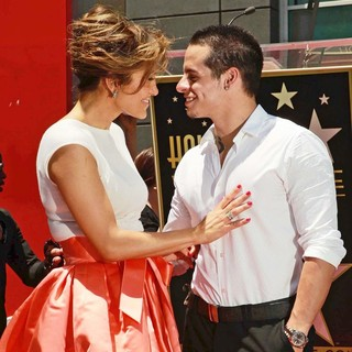 Jennifer Lopez, Casper Smart in Jennifer Lopez Is Honoured with The 2,500th Star on The Hollywood Walk of Fame