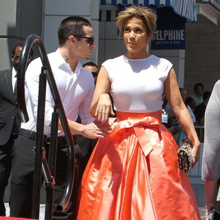 Casper Smart, Jennifer Lopez in Jennifer Lopez Is Honoured with The 2,500th Star on The Hollywood Walk of Fame