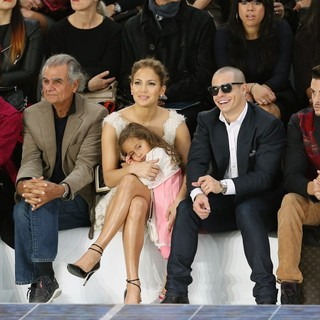 Patrick Demarchelier, Jennifer Lopez, Emme Anthony, Casper Smart, Baptiste Giabiconi in Paris Fashion Week Spring-Summer 2013 - Chanel - Front Row