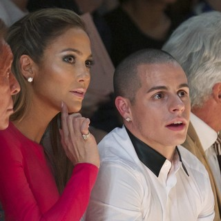 Jennifer Lopez, Casper Smart in Paris Fashion Week Spring-Summer 2013 - Valentino - Front Row