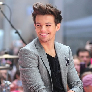 Louis Tomlinson, One Direction in One Direction Performing Live on The Today Show