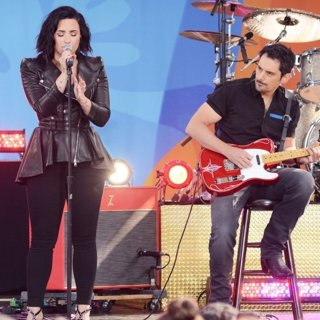 Demi Lovato - Demi Lovato and Brad Paisley Performing Live at ABC's Good Morning America