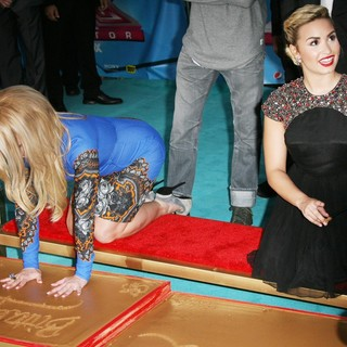 Britney Spears in The X Factor Season Two Premiere Screening and Handprint Ceremony - lovato-spears-the-x-factor-season-two-premiere-03