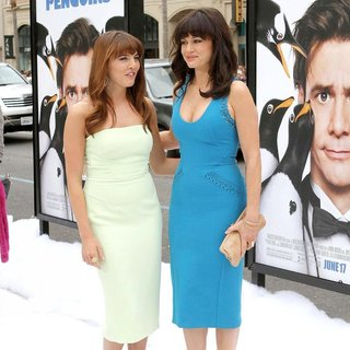 Ophelia Lovibond, Carla Gugino in Premiere Mr. Popper's Penguins