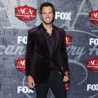 Luke Bryan in 2012 American Country Awards - Arrivals
