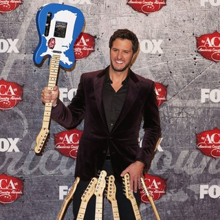 Luke Bryan in 2012 American Country Awards - Press Room