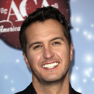 Luke Bryan in 2013 American Country Awards - Arrivals