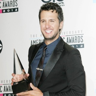 Luke Bryan in The 40th Anniversary American Music Awards - Press Room