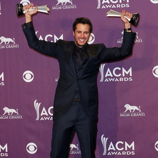 Luke Bryan in 48th Annual ACM Awards - Press Room