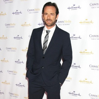 Luke Perry in Hallmark Channel's Winter 2012 TCA Press Tour Evening Gala - Arrivals