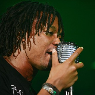 Lupe Fiasco Performing - lupe-fiasco-performing-01