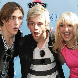 Rocky Lynch, Ross Lynch, Rydel Lynch, R5 in 2013 Teen Choice Awards