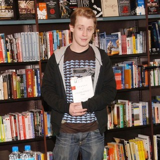 Macaulay Culkin in Macaulay Culkin Signs Copies of His Book Junior