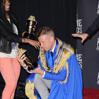 Macklemore in 2013 MTV Movie Awards - Press Room